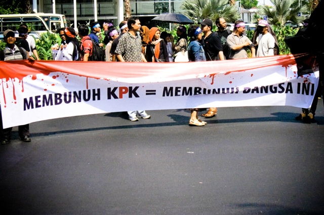 "Peaceful rally in support of the Corruption Eradication Commission (KPK). Slogan reads ""Killing the KPK is the same as killing this nation"" - Ivan Atmanagara - originally posted to Flickr as membunuh KPK"